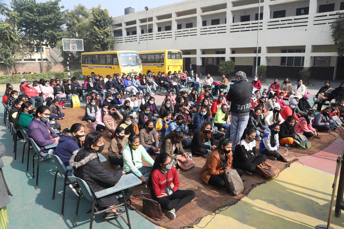 पीसीएम.एस.डी कॉलेज फॉर वूमेन, जालंधर में शहर को संवारने के लिए स्वच्छ भारत योजना के तहत नगर निगम द्वारा एक समारोह आयोजित किया गया